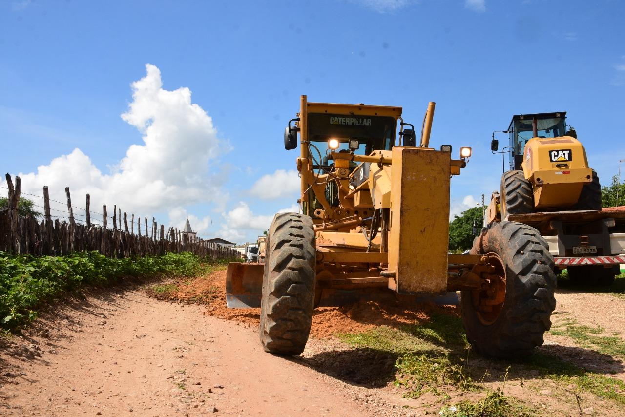 Comunidade Santana recebe obras de manutenção das estradas vicinais
