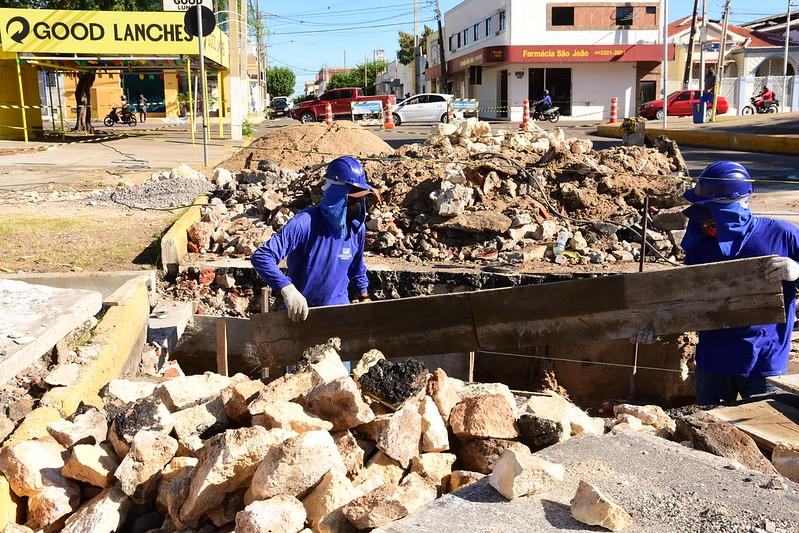 Prefeitura trabalha com obras de drenagem na Felipe Camarão com Rio Branco