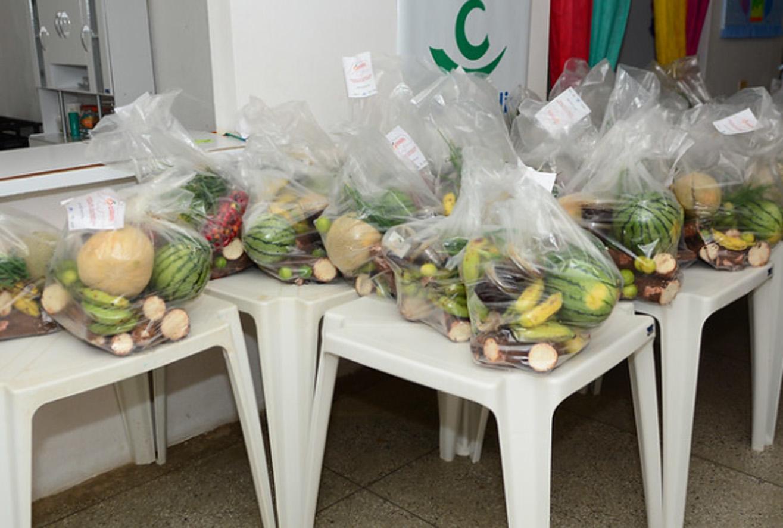 Quase 800 famílias assistidas pelos CRASs são beneficiadas com kits de alimentação