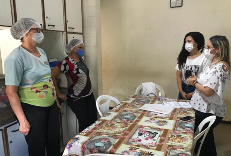Servidores do NIAC passam por oficina de higienização de alimentos