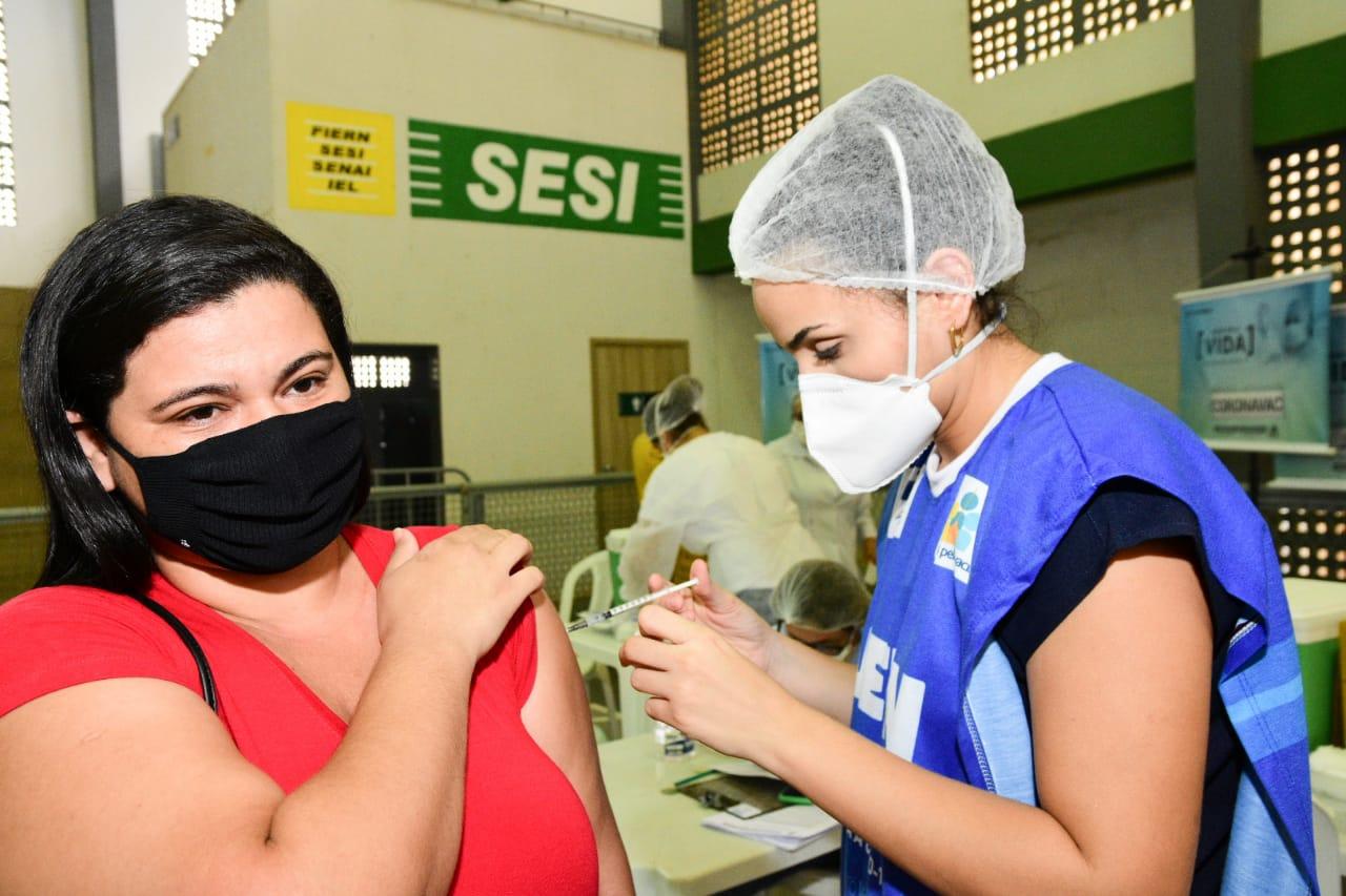 Mossoró começa a vacinar no domingo jovens de 23 anos ou mais contra a Covid-19