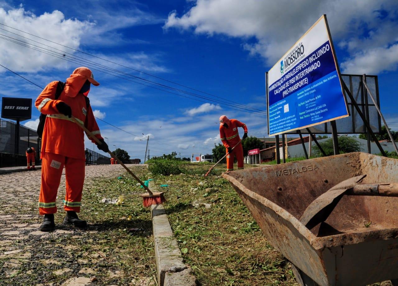 Conjunto 30 de Setembro recebe serviços de limpeza urbana