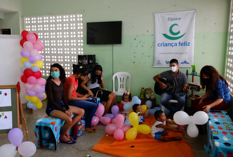 CRAS São Manoel realiza musicoterapia e primeiros socorros no Mês da Primeira Infância