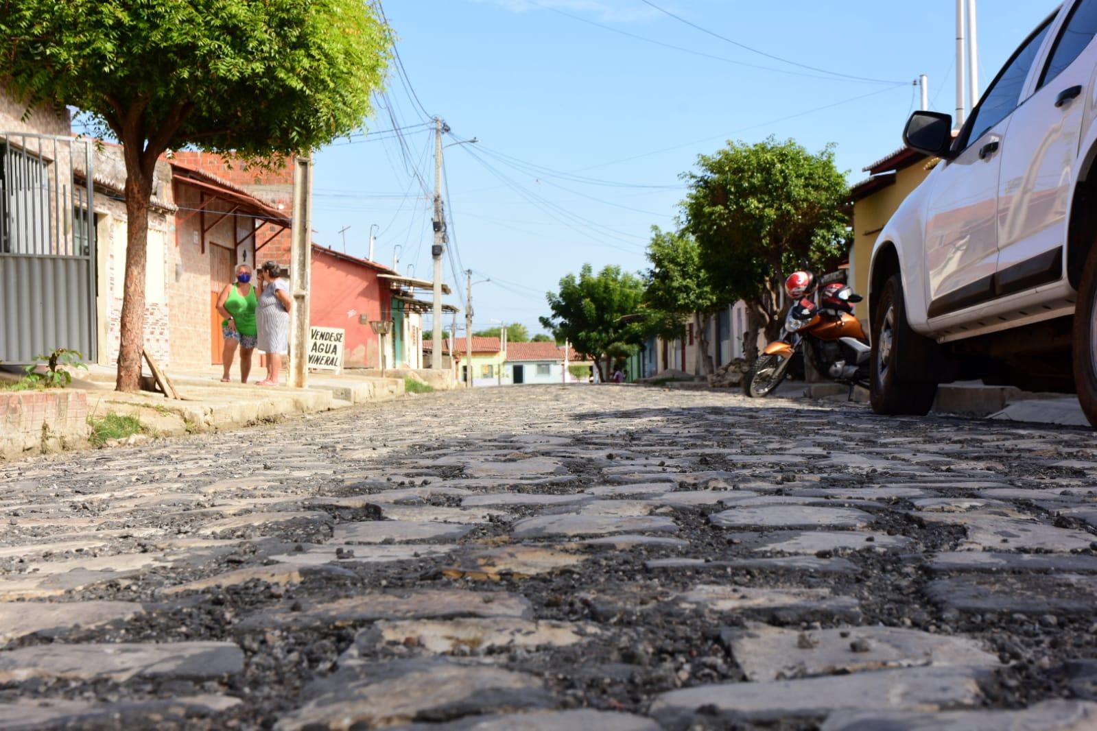 Prefeitura investe em obras de saneamento básico e pavimentação de ruas