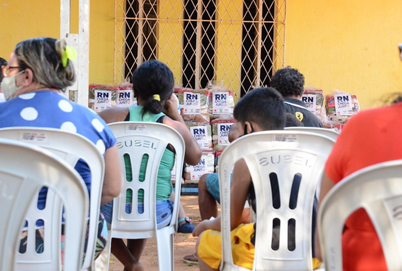 Famílias da Quixabeirinha recebem complementação alimentar