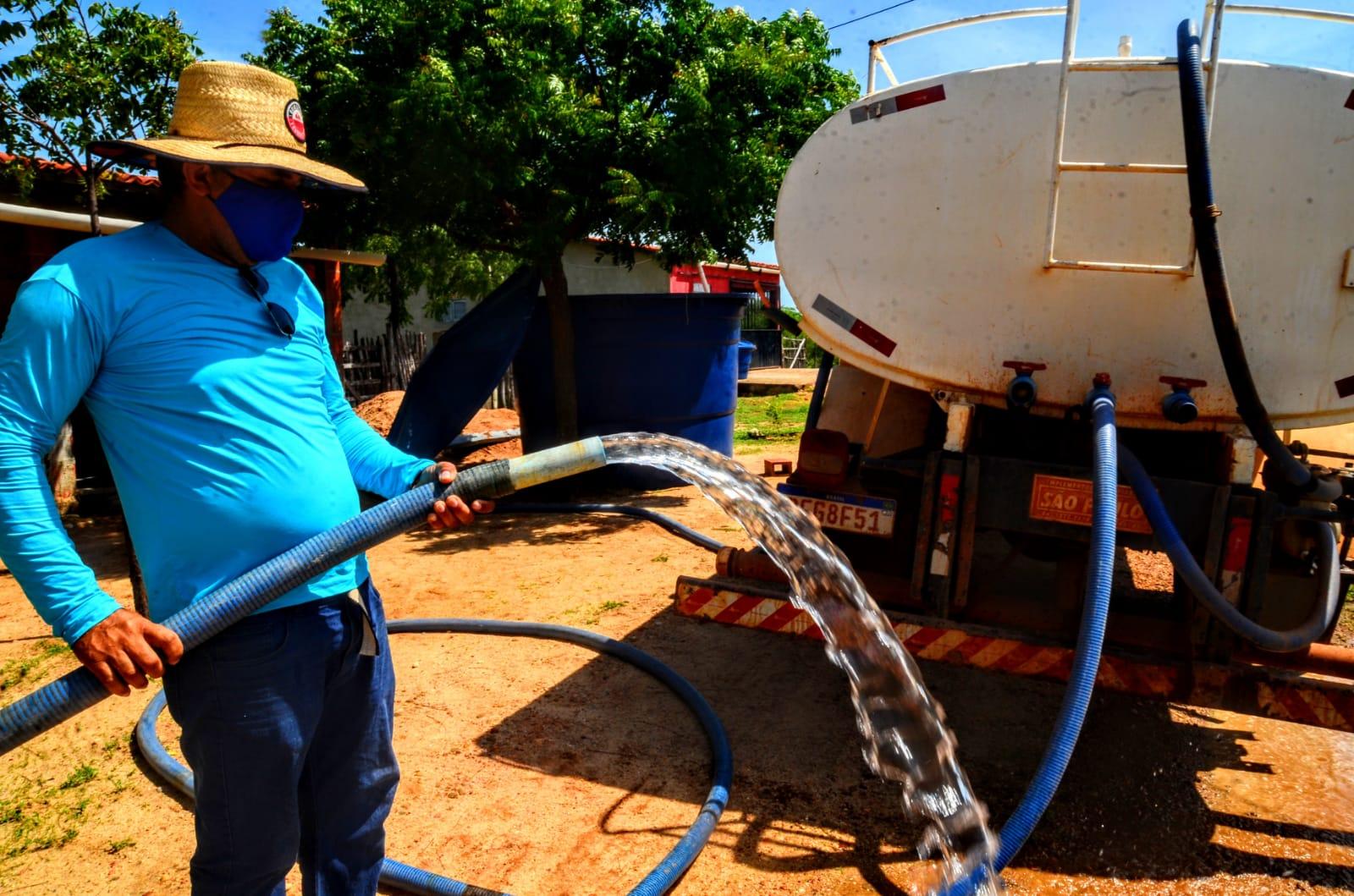Defesa Civil garante água potável para mais de 5 mil famílias na zona rural