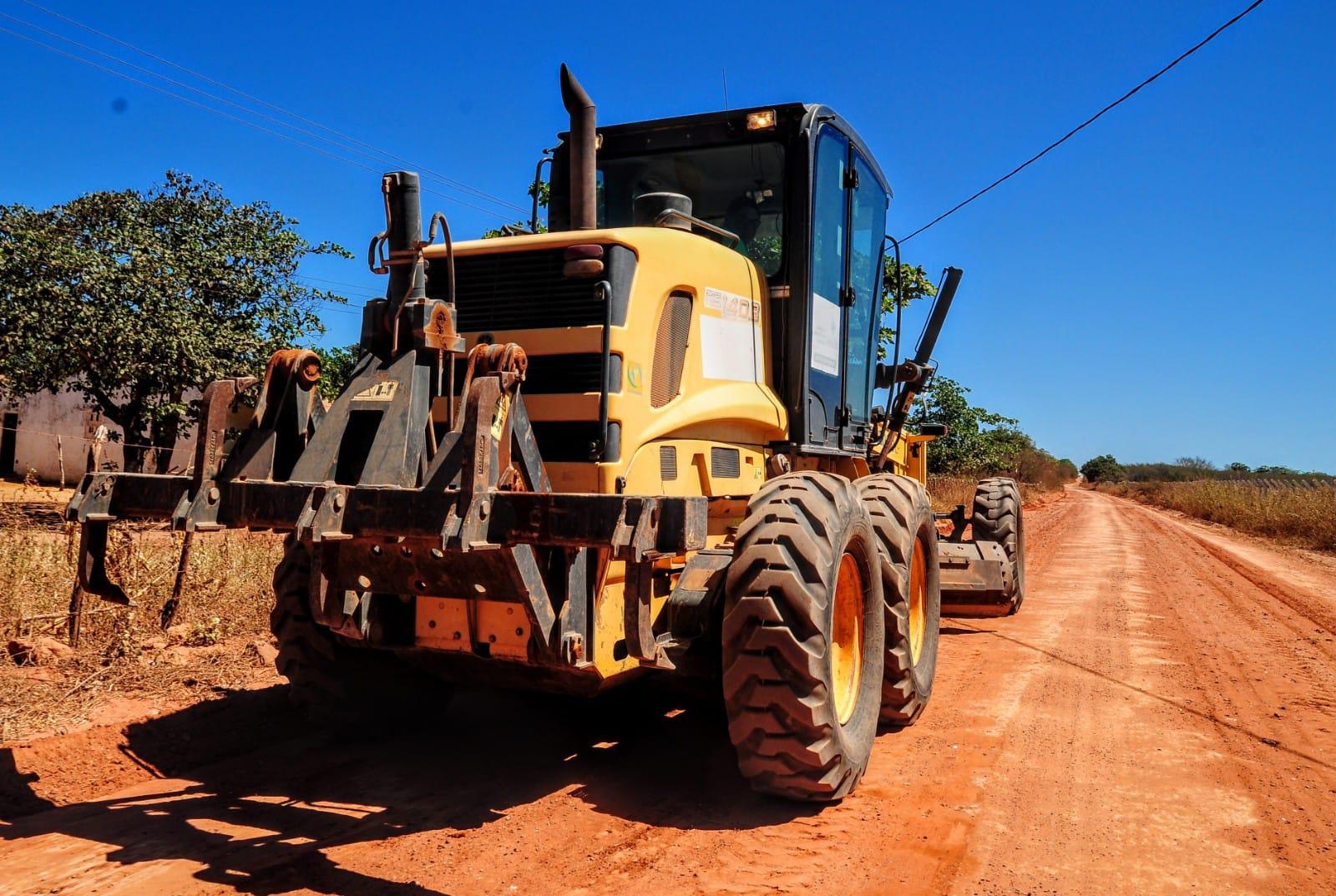 Recuperação de estradas vicinais avança no Polo Alagoinha