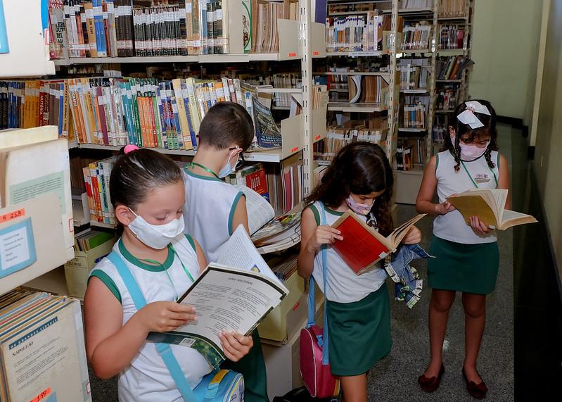 Biblioteca Municipal Ney Pontes Duarte volta a receber visitação de grupos de estudantes e incentiva leitura para crianças