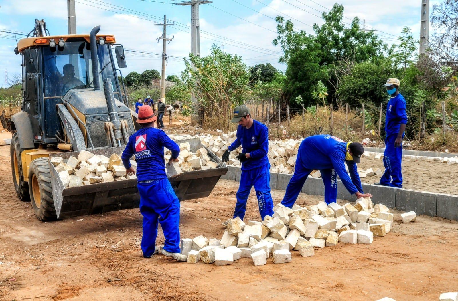Prefeitura realiza obras de drenagem e pavimentação no Santa Helena