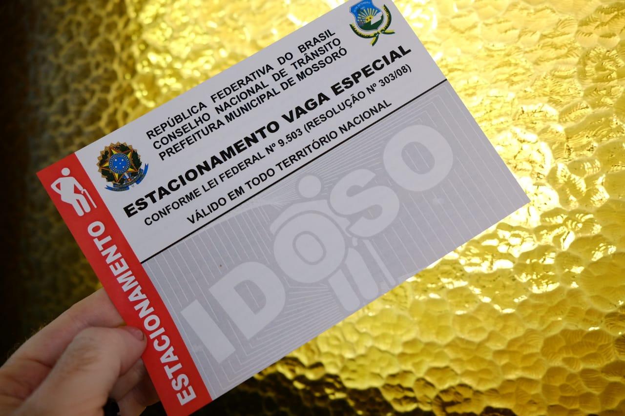 Secretaria emite cartão de estacionamento para idosos e deficientes de forma gratuita