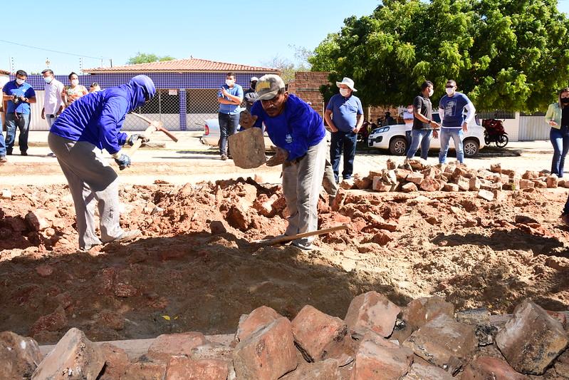 Passagem de Pedra recebe mutirão com serviços de limpeza e infraestrutura