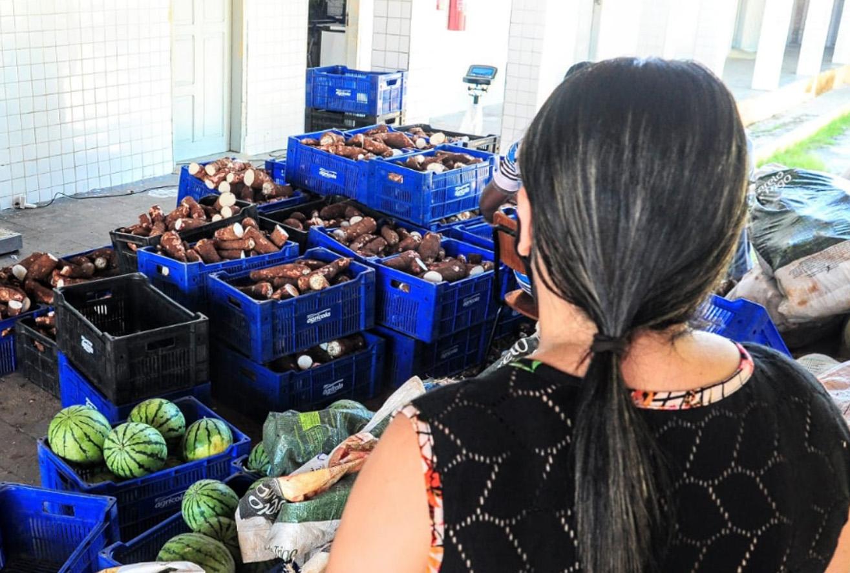 Mais de 16 toneladas de alimentos da agricultura familiar são entregues em Mossoró