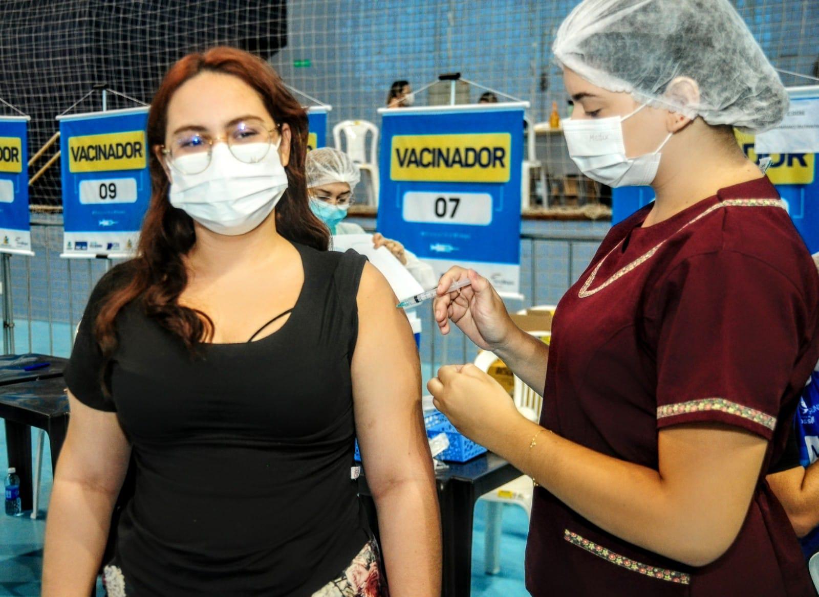 Mossoró aplica mais de 2,3 mil doses de vacinas contra Covid-19 no fim de semana