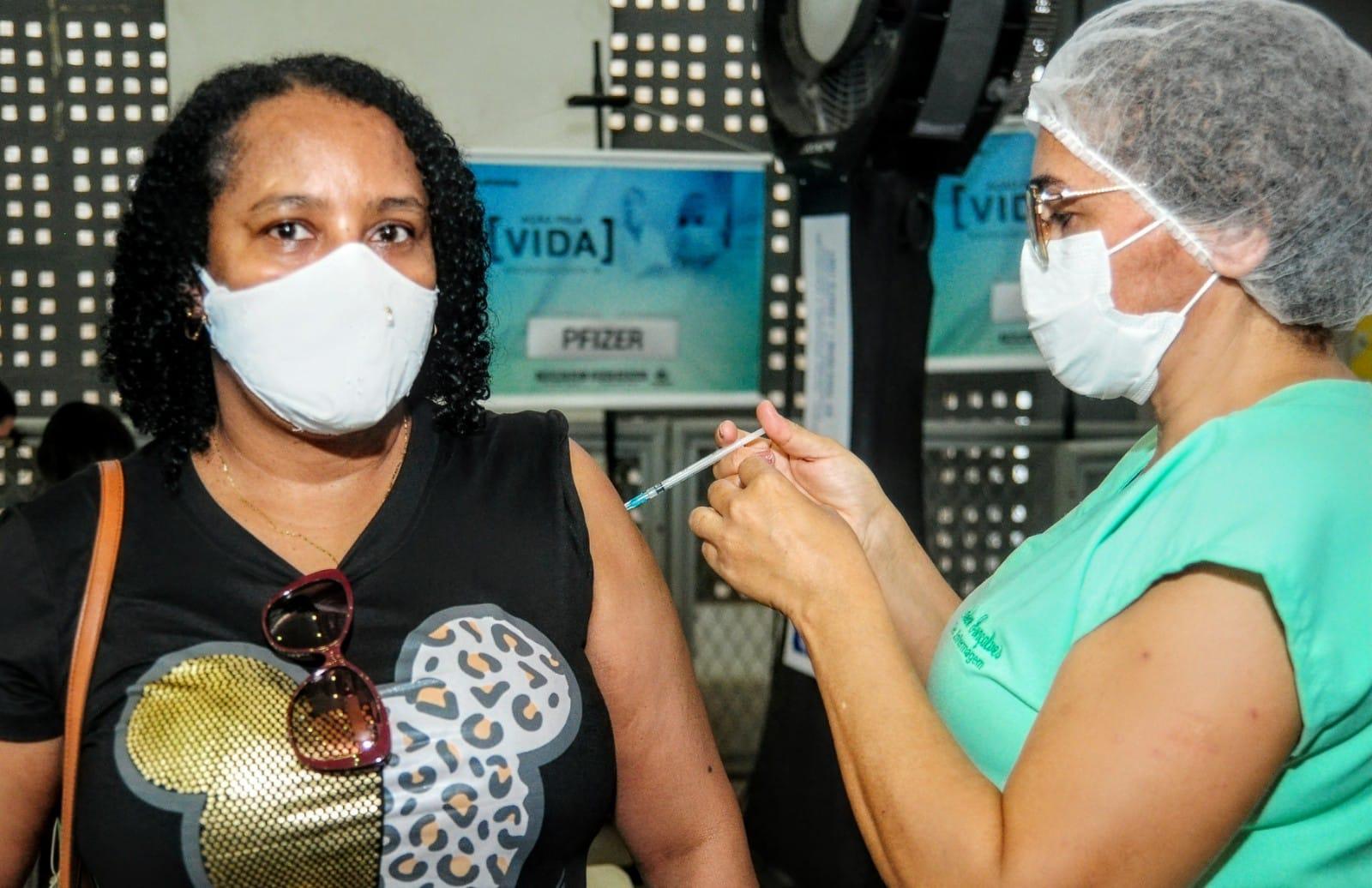 """""""Mossoró Vacina"""" inicia aplicação de 3ª dose em pessoas acima de 60 anos e todos profissionais da saúde"""