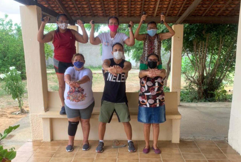 CRAS Abolição IV realiza atividades físicas para grupo de mulheres e idosos