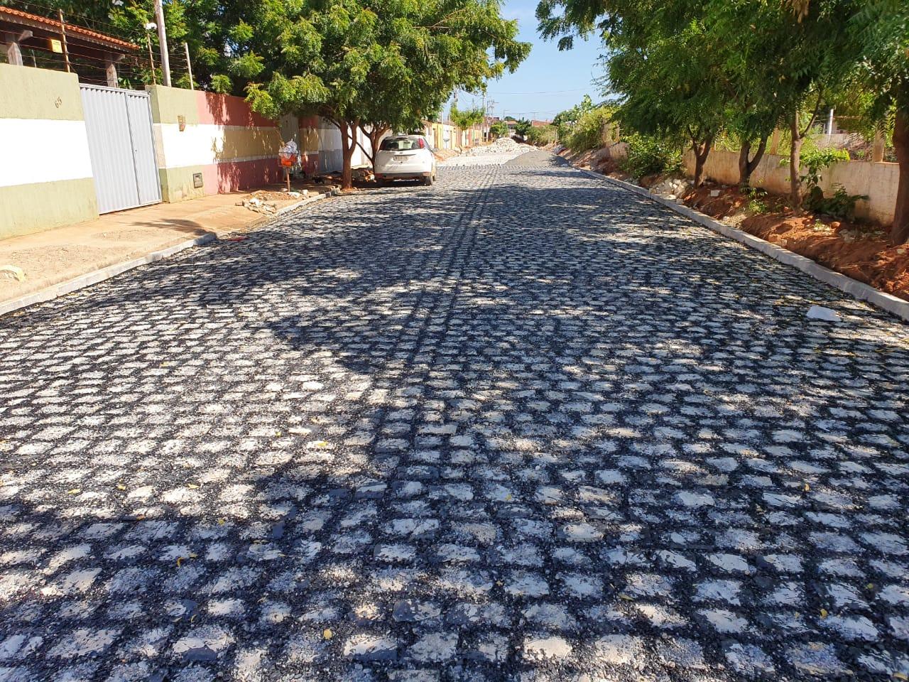 Monte Olimpo: Pavimentação da rua Zeus está em fase de conclusão