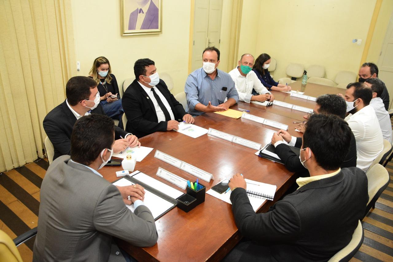 Prefeitura discute realização da Expofruit 2021 com setor de fruticultura