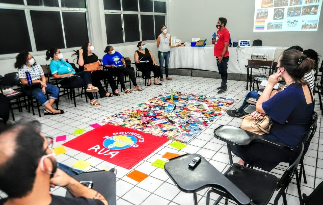 Oficina debate construção de direitos assistenciais e de saúde para a população em situação de rua