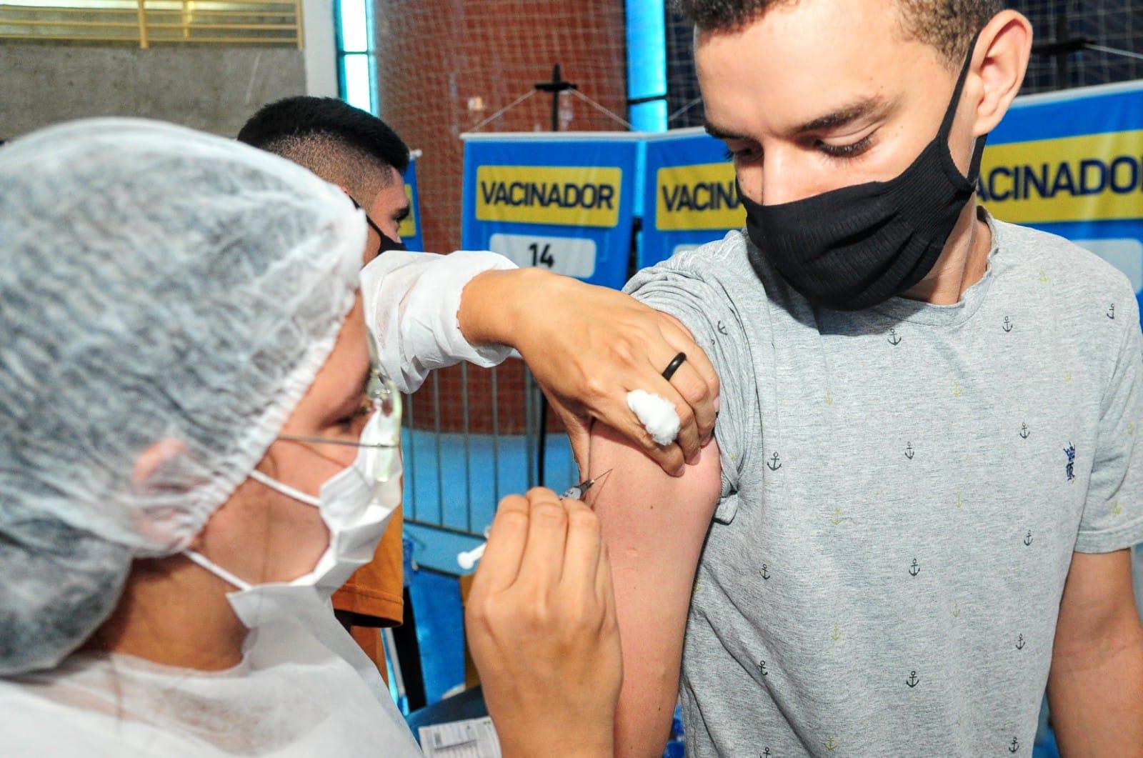 Quase 4 mil mossoroenses são vacinados contra Covid-19 no fim de semana