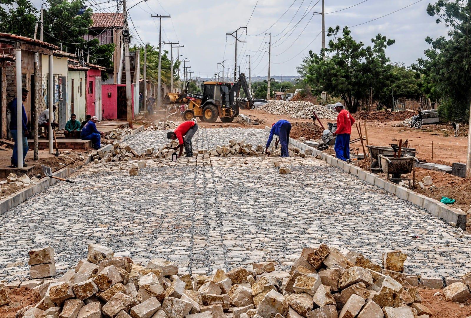 Obra de pavimentação interligará avenida Alberto Maranhão à avenida Rio Branco, na Estrada da  Raiz