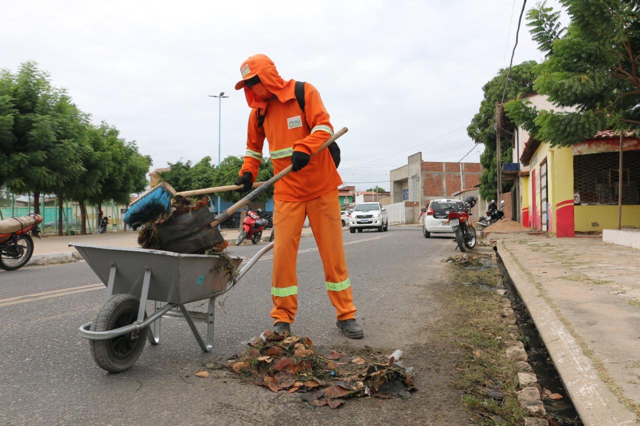 Dom Jaime Câmara recebe mutirão de limpeza urbana