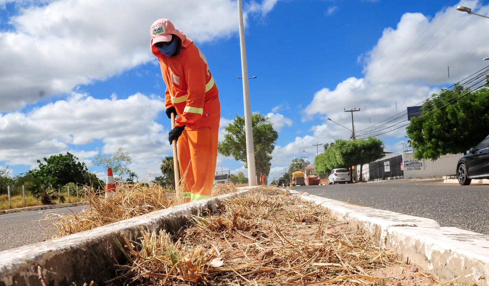 Costa e Silva recebe mutirão de limpeza urbana