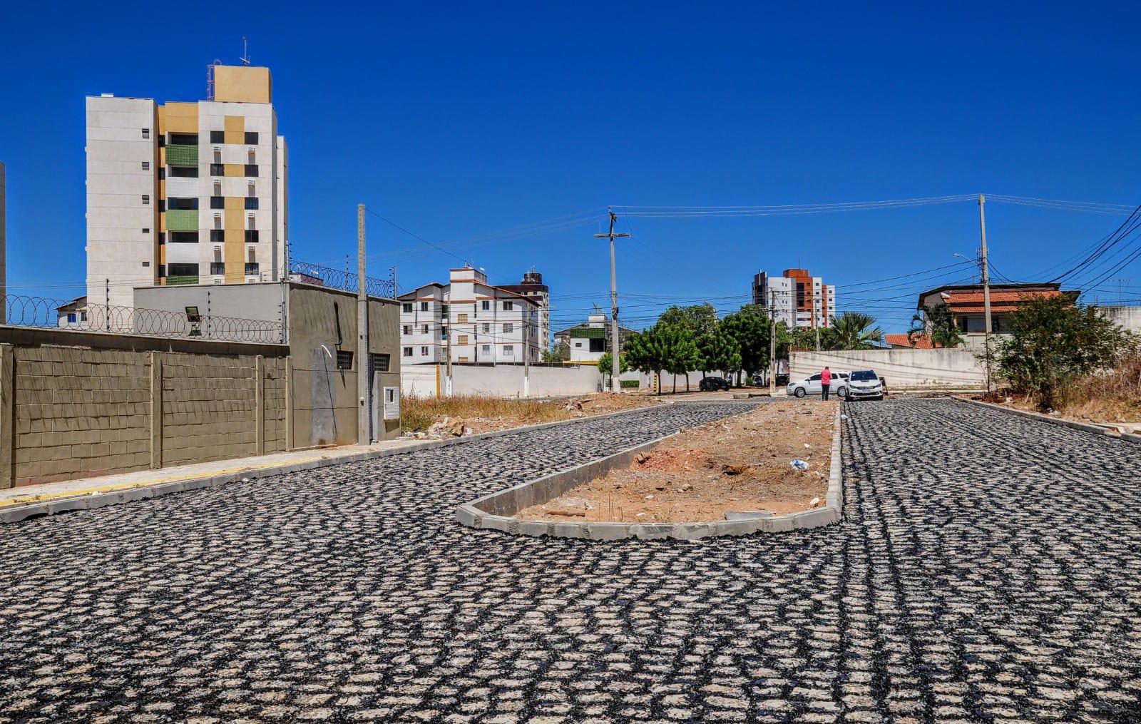 Pavimentação avança em ruas do bairro Santo Antônio
