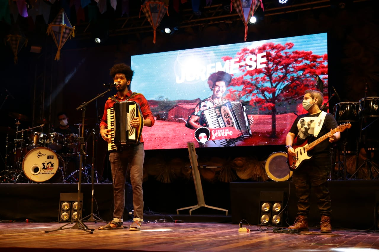 MCJ: Artistas mossoroenses finalizam sexta noite de shows em grande estilo