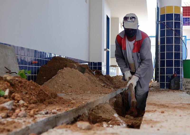 UEI Alice Dias recebe reparos para solucionar infiltrações e outros problemas no prédio