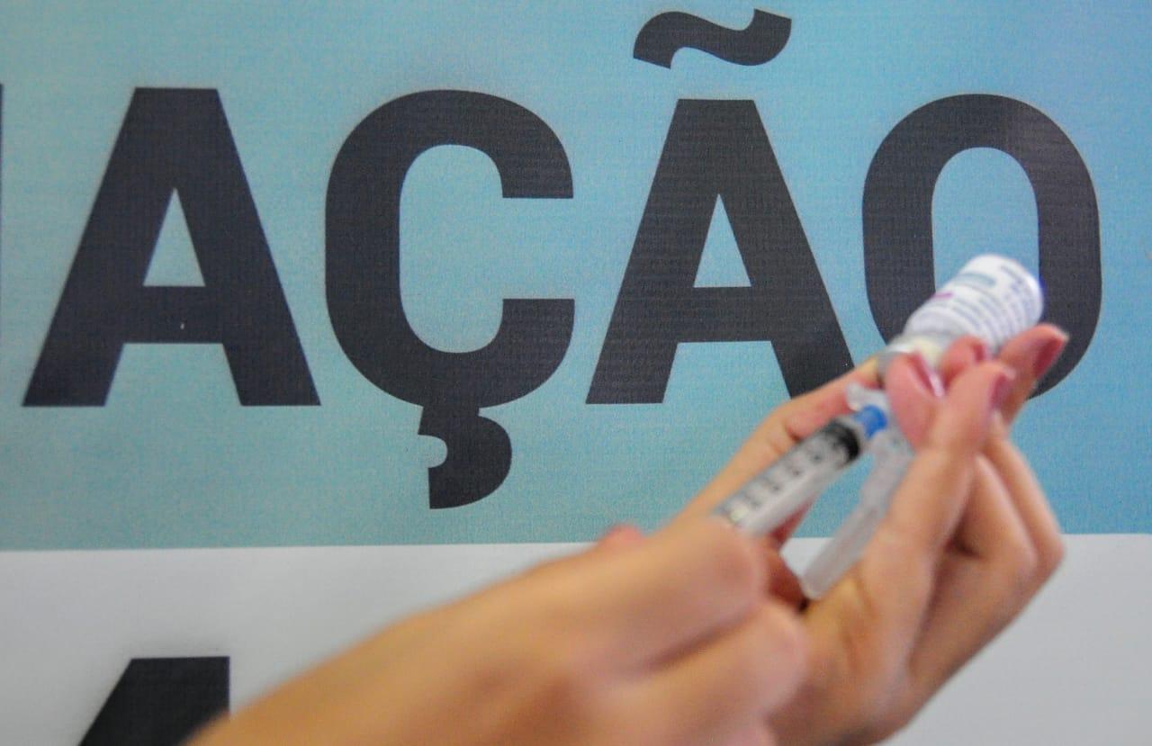 Mossoró começa a vacinar jovens de 20 anos ou mais nesta quinta-feira