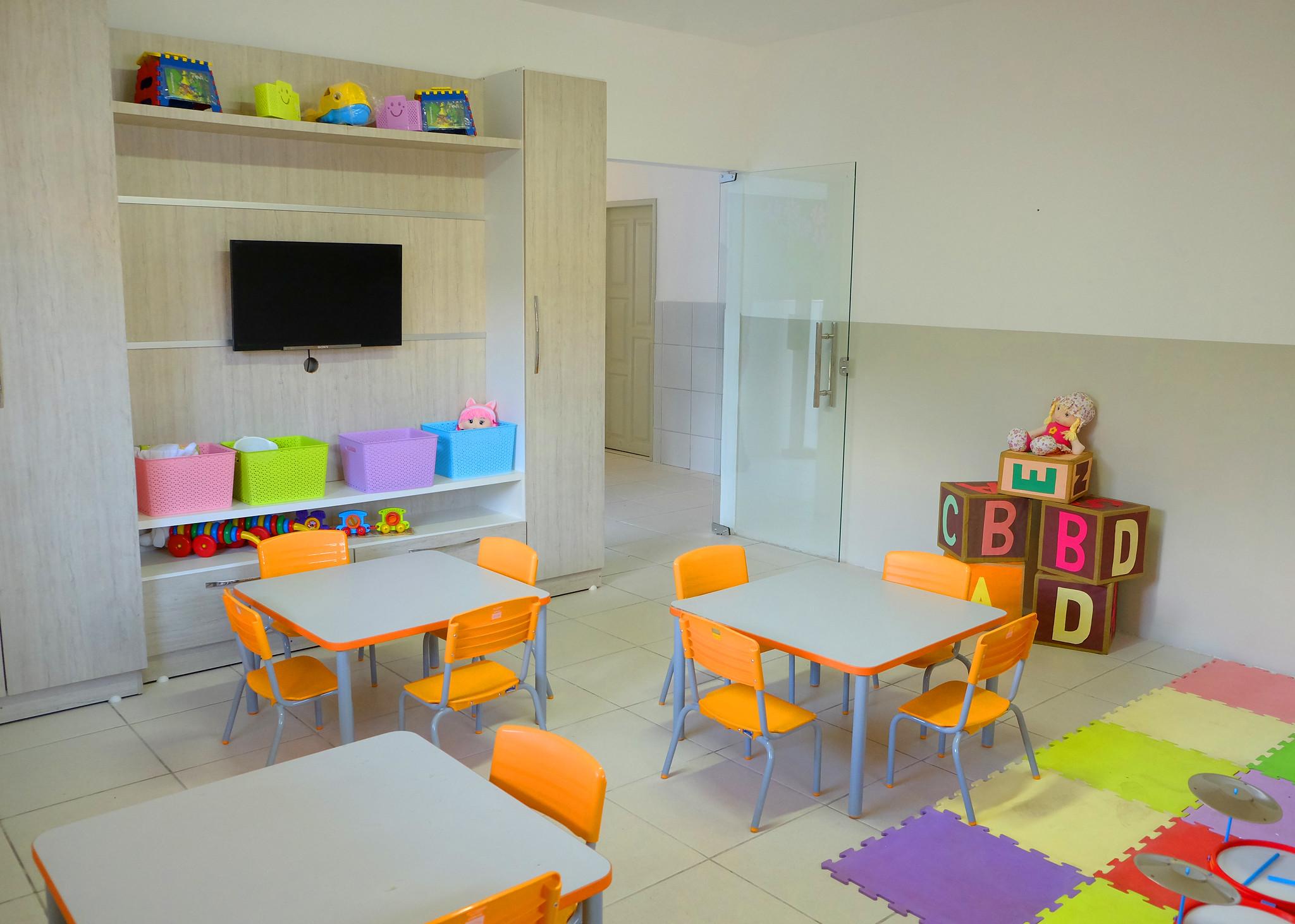 Prefeitura realiza transferência de escolas e UEIs para prédios com melhor estrutura
