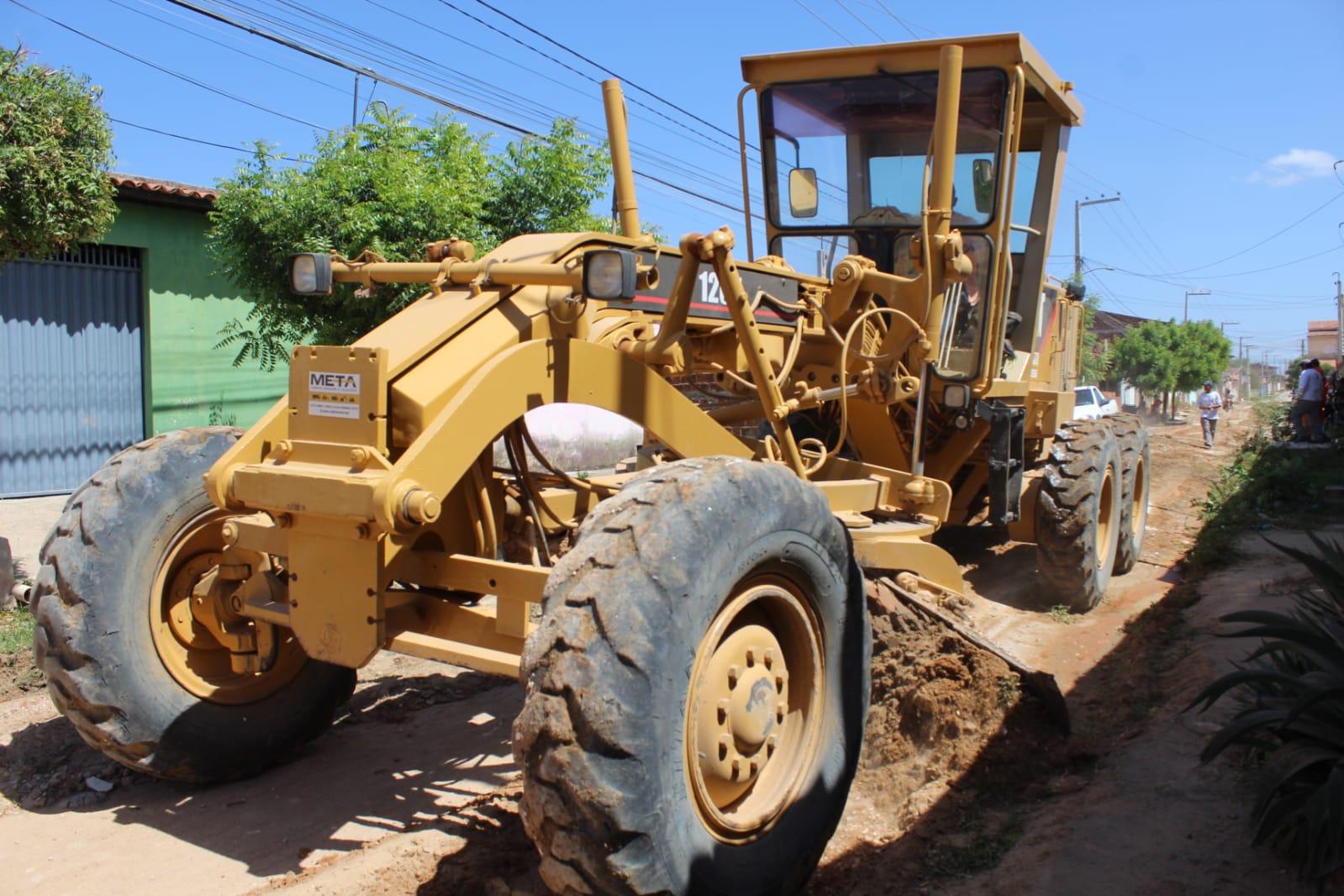 Moradores comemoram obras de pavimentação no bairro Barrocas
