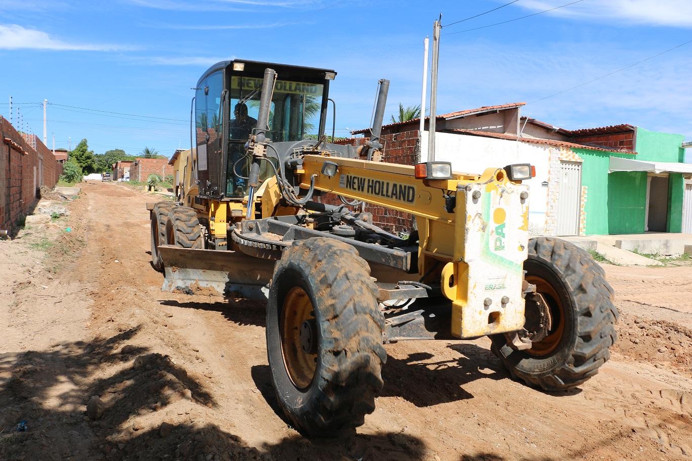 Secretaria de Infraestrutura realiza terraplanagem em ruas do Conjunto Novo