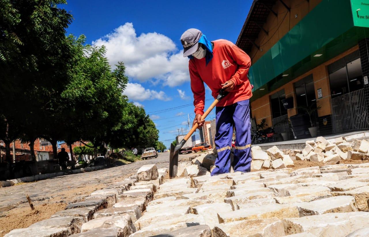 Ruas do Belo Horizonte são recuperadas na operação tapa-buraco