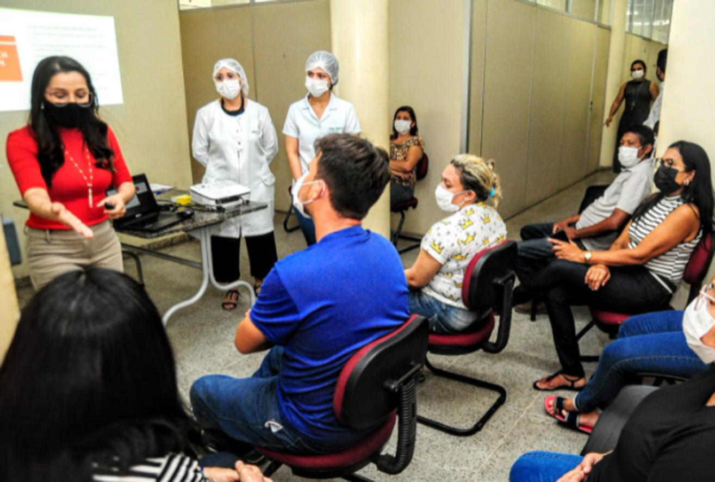 Merendeiras e ASGs passam por capacitação de boas práticas de higiene pessoal