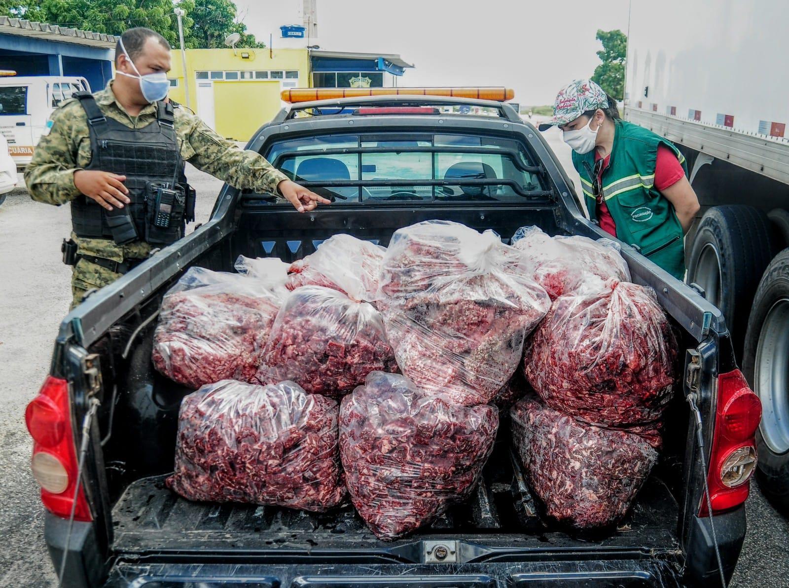 Serviço de Inspeção Municipal apreende 360 quilos de carne e peixe em ação conjunta na BR-304