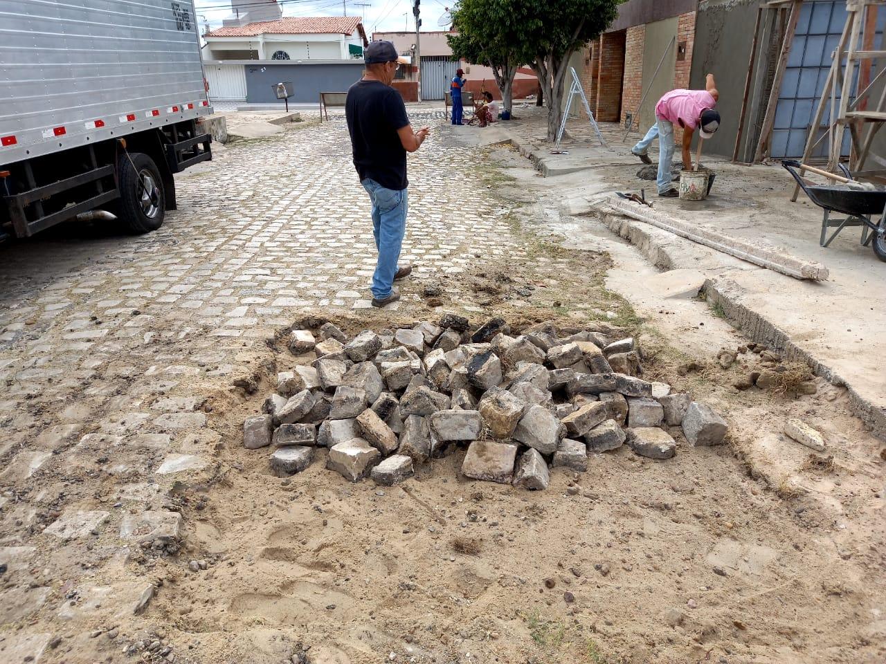 Operação tapa-buracos contempla novas ruas no  Abolição III
