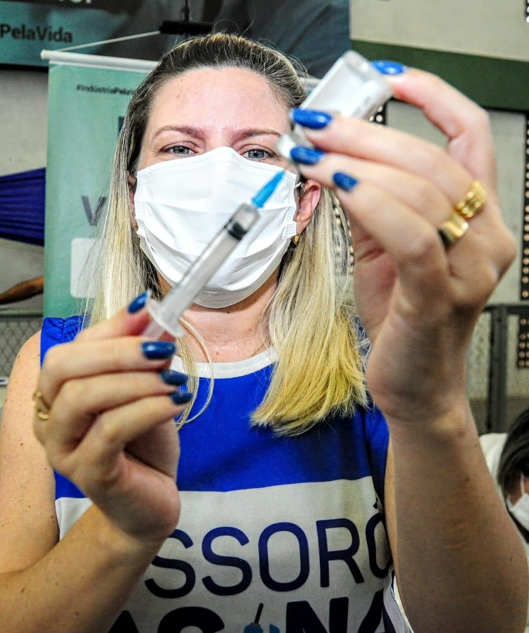 Mossoró segue vacinação de pessoas com 49 anos ou mais nesta terça,15