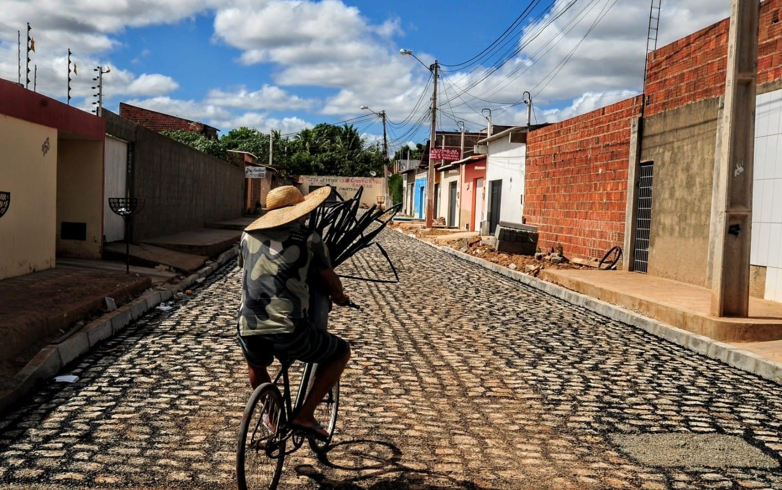 Ruas do Vingt Rosado recebem pavimentação