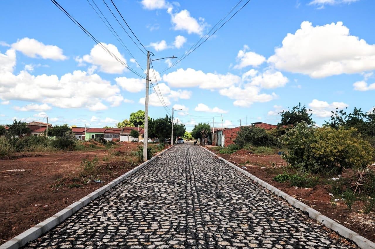 Pavimentação de ruas avança no Carnaubal