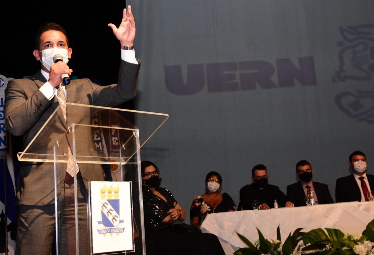 Allyson prestigia Assembleia Universitária da UERN e posse dos novos reitores