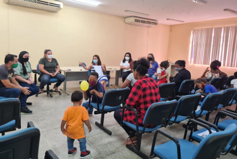 Secretaria recebe imigrantes venezuelanos para discutir ações de assistência