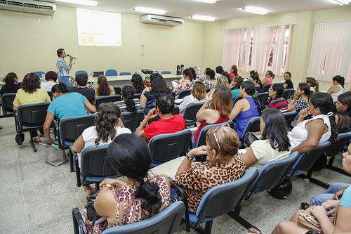 Merendeiras participam de curso de formação