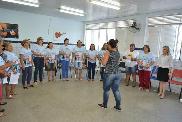 Aulas de Canto para aposentadas da Previ são realizadas na Escola de Artes