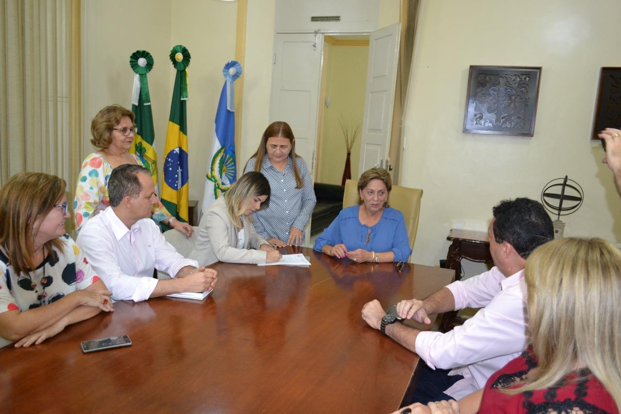 Prefeita Rosalba Ciarlini faz transmissão de cargo para vice Nayara Gadelha