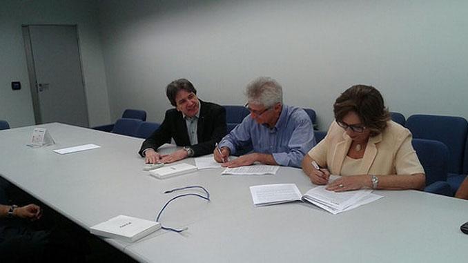 Prefeita assina contrato para recapeamento asfáltico da avenida principal do Vingt Rosado