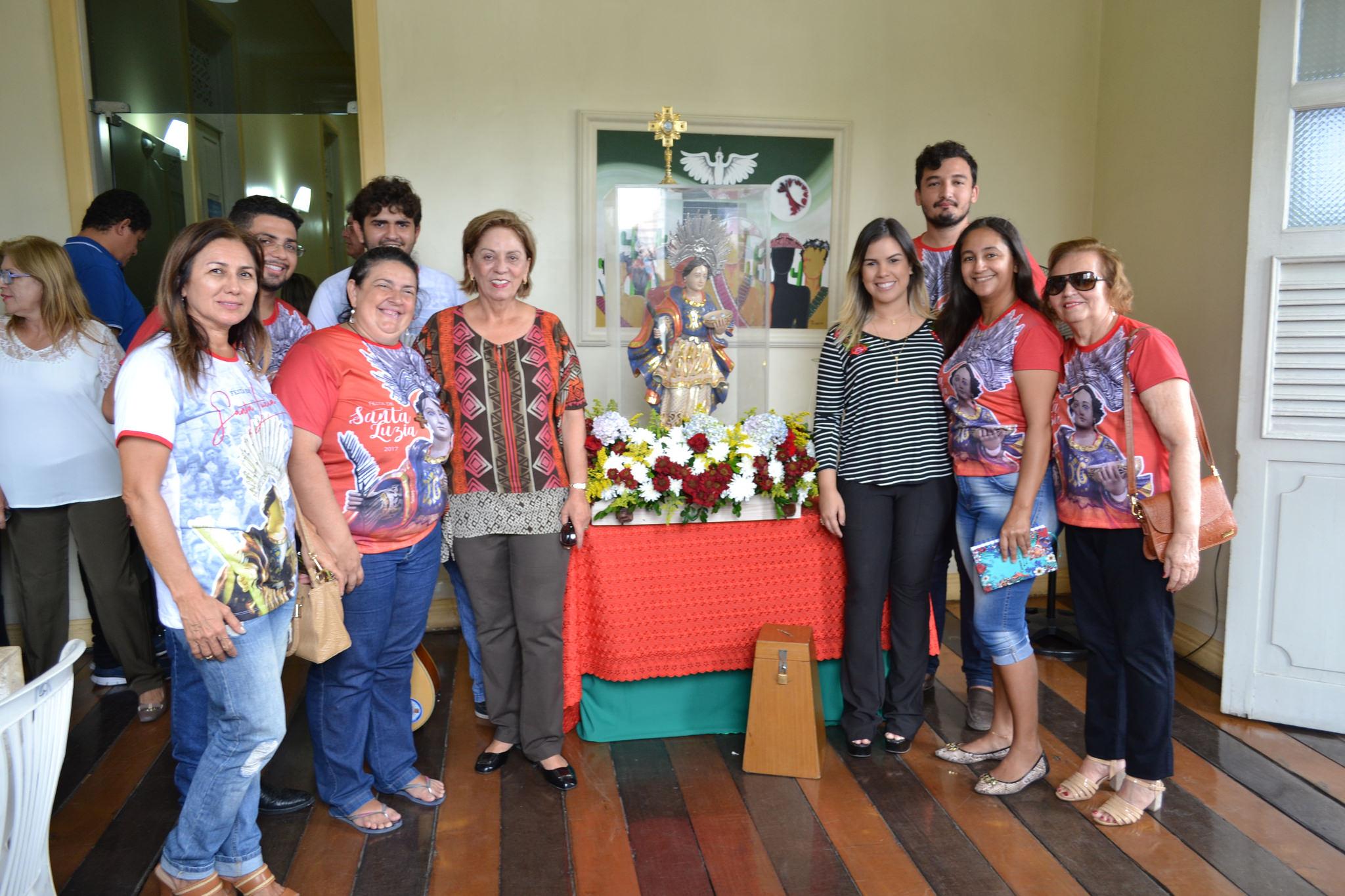 Prefeitura de Mossoró recebe imagem peregrina de Santa Luzia