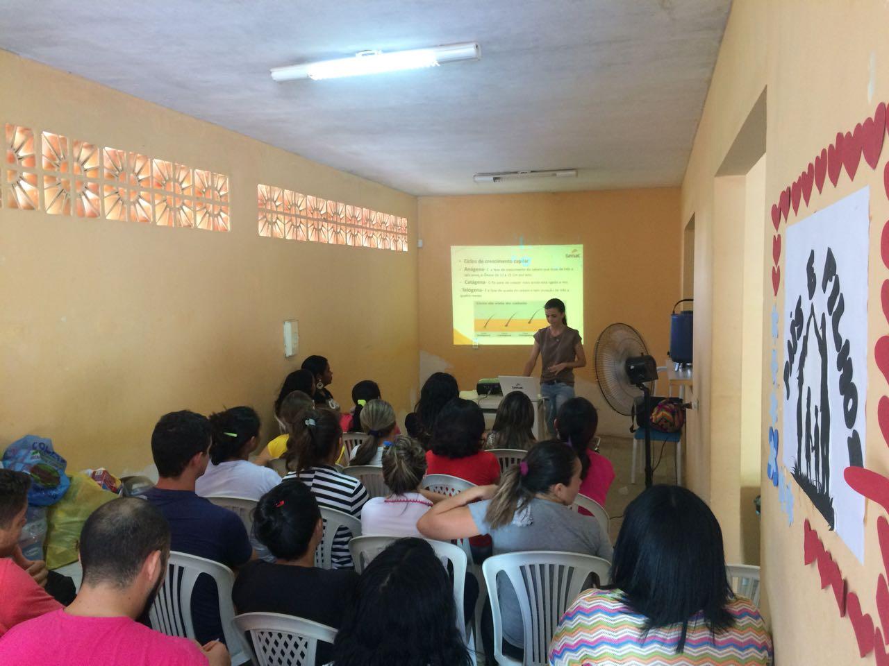 Desenvolvimento Social inicia capacitação com curso de corte e cabelo no CRAS do Sumaré