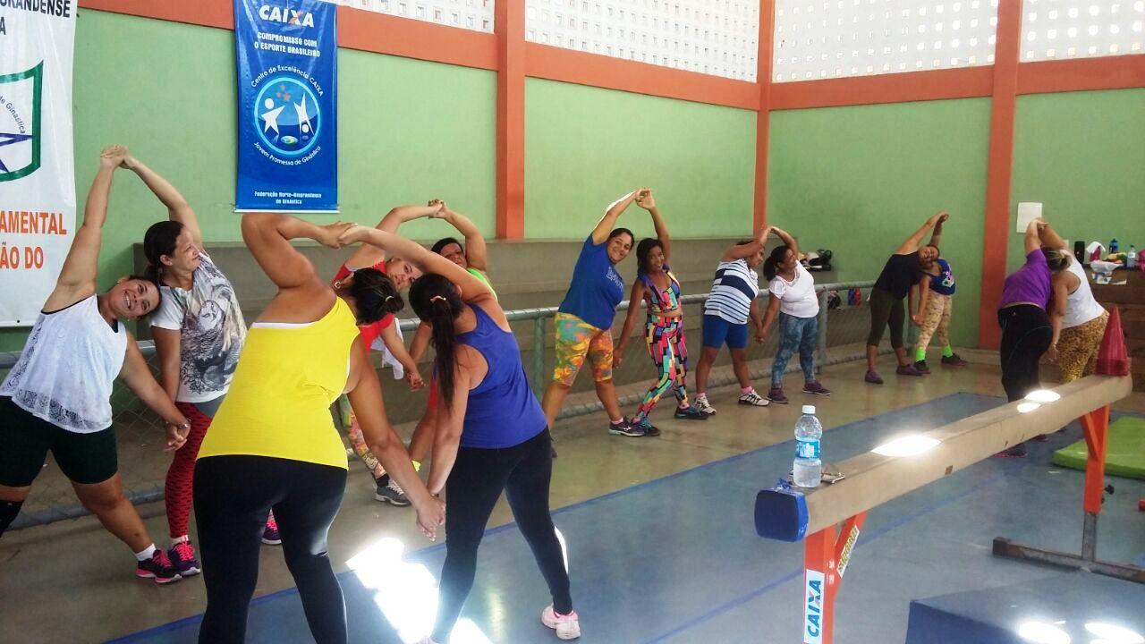 E. M. Raimundo Fernandes oferece atividade física aos pais dos alunos