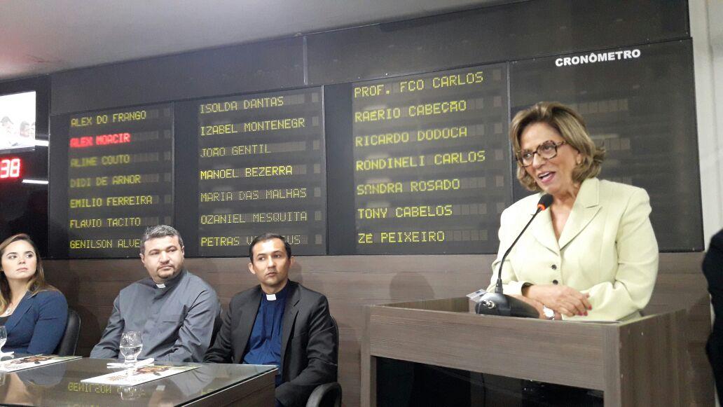 Prefeita Rosalba Ciarlini participa de solenidade em homenagem à Santa Luzia